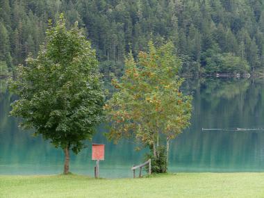 Pohled na jezero Hintersteiner See, Tyrolsko