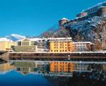 Rakouský hotel Auracher Löchl v zimě